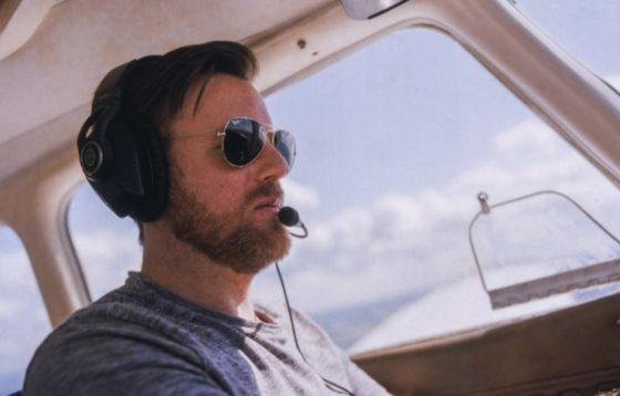 Par aviatoru saulesbrillēm